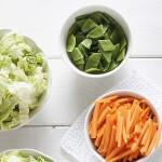 Friske grønnsaker og salat i skål med Toppits